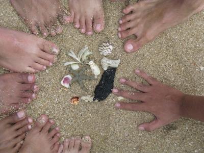 Ada 8 kaki dan satu tangaan! Coba tebak mana yang kaki ku??huehehe...betewe itu bintang lautnya idup loh...